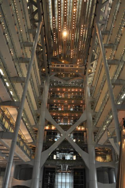 torre del banco de china para nosotros uno de los ms bonitos de hong kong junto con el edificio hsbc tiene plantas cuando se construy se convirti