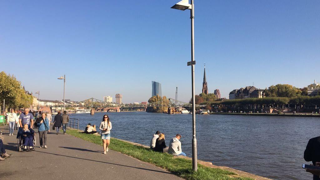 Ribera del río Meno en Frankfurt