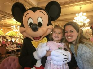 desayuno en el restaurante plaza Garden con Mickey y sus amigos